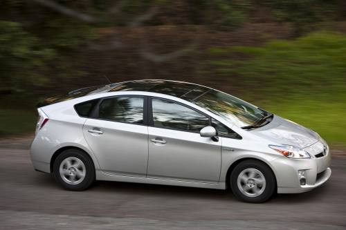 The 2010 Toyota Prius Launched This Spring Is Available With A Sliding Gl Moonroof Solar Panels Located Over Rear Seating Area