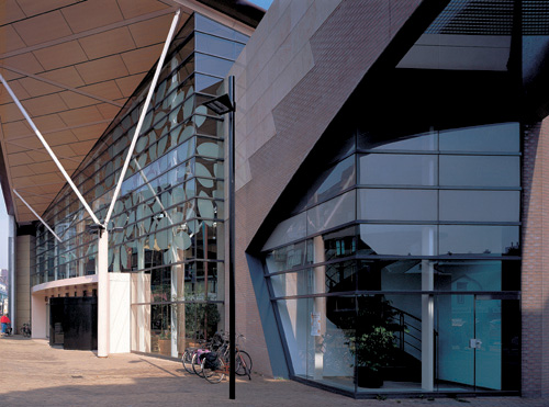 Steel Re Emerges For Use In Demanding Curtain Wall Designs