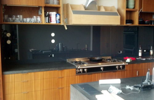 black glass backsplash kitchen greatglazing kitchen black backsplashes glass magazine 4673