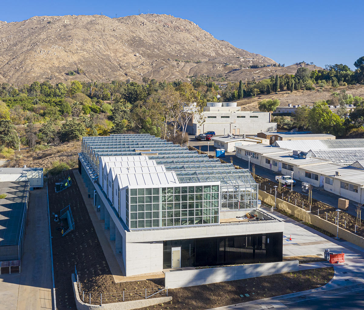 Giroux Glass Contributes Complex Glass, Problem-Solving to UC Greenhouse Project