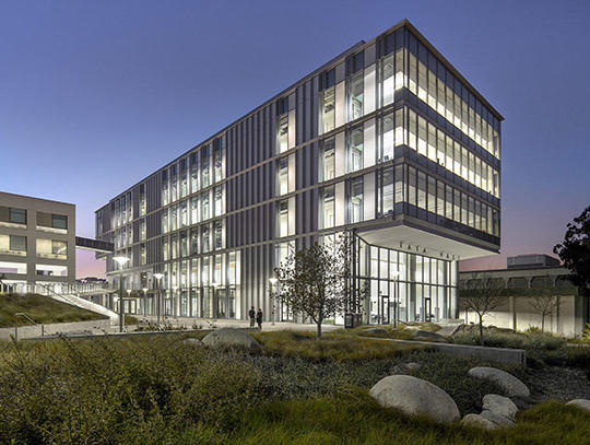 LEED Gold University Sciences Building Uses Modern Glass to Blend with MCM Campus