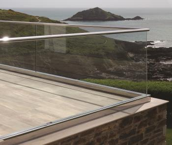 Unitized glass railing